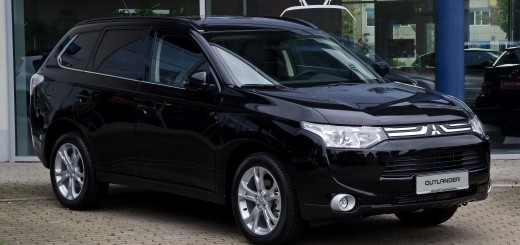 Mitsubishi_Outlander_2.2_DI-D_4WD_Instyle_III_–_Frontansicht_23._September_2012_Hilden